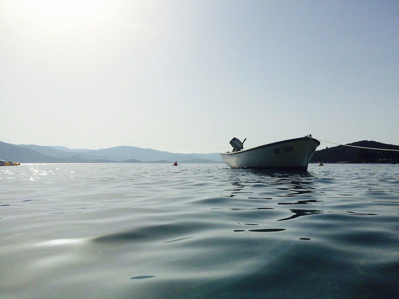 海とボート